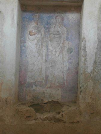 Roman Theater (Teatro Romano): Columbarios: interno della tomba