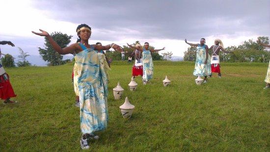 Virunga Lodge: apresentação de dança típica no hotel