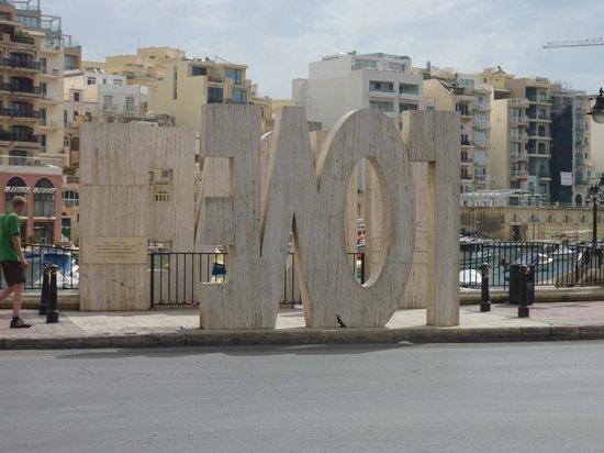 Spinola Bay: Love Monument