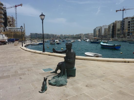 Spinola Bay: Fisherman and cat statue