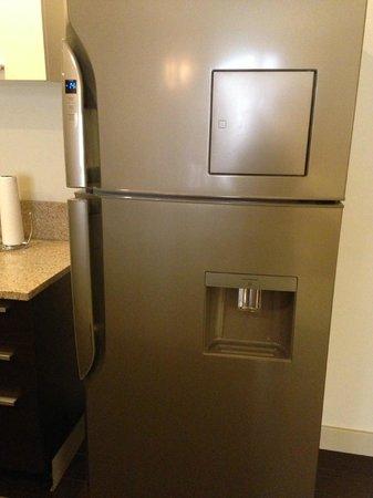 Waldorf Astoria Panama: Full size Refrigerator