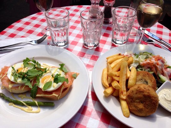 Garden Cafe and Restaurant: Eggs Royals & Fish cakes with salad