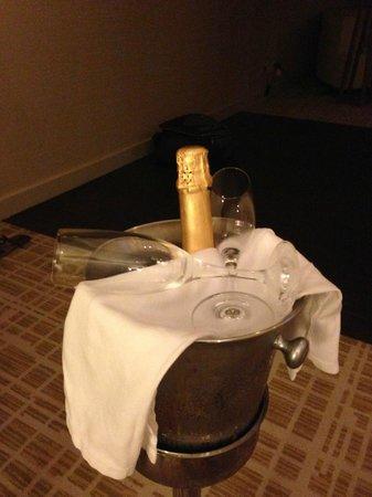 Waldorf Astoria Panama: Surprise Champagne!