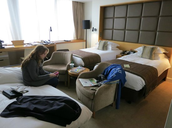 Royal Garden Hotel: Garden View Room with Rollaway