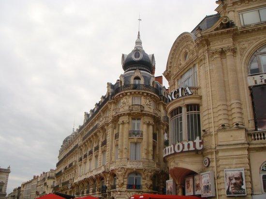 """Place de la Comedie: Immeuble baptisé """"le scaphandrier"""""""