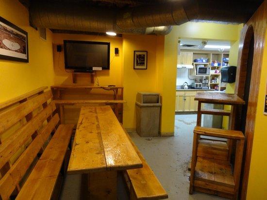 Hostelling International Toronto: Kitchen