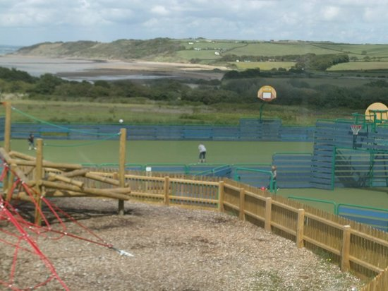 Thorness Bay Holiday Park - Park Resorts: view from terrace overlooking playarea