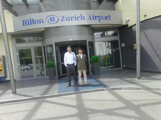 Hilton Zurich Airport : Entrance