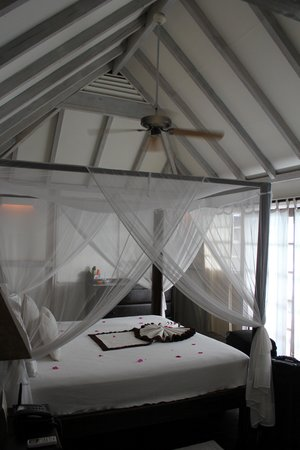 COCOS Hotel Antigua: Bed in cottage 18