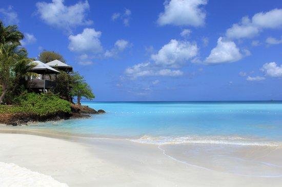 COCOS Hotel Antigua: Beach below hotel