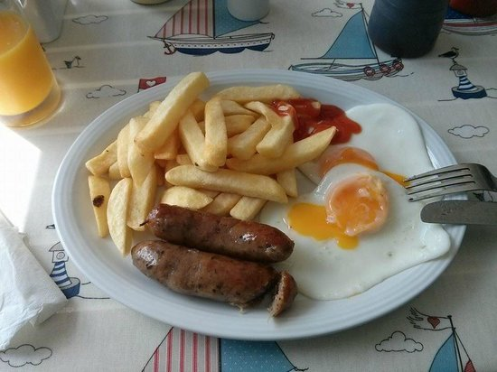 Besty & Spinky's Cafe Bar : Chips, Eggs and Sausages