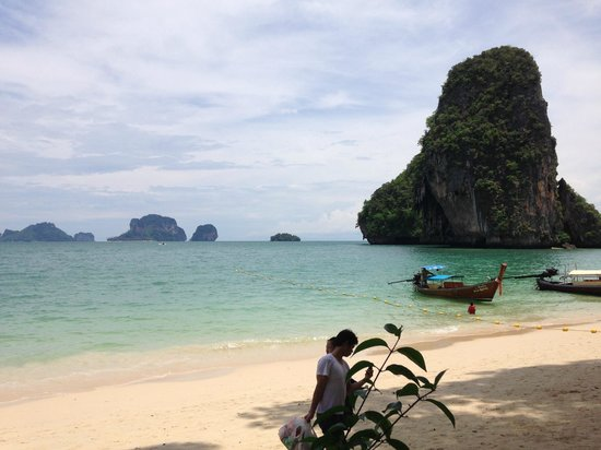 Rayavadee Resort: Phra Nang Beach from raised private beach area