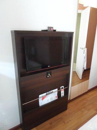 Ibis Santiago Providencia : Prateleira TV área total