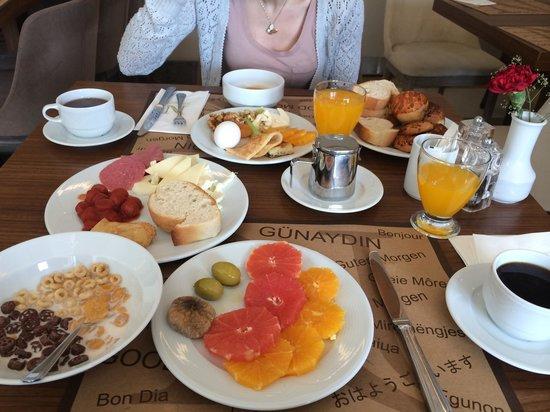 Nidya Hotel Galataport: breakfast! yummy foods