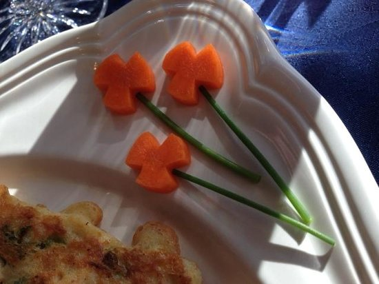 Courthouse Inn Revelstoke: Details count ... Young Seon's flowers from carrots and chives