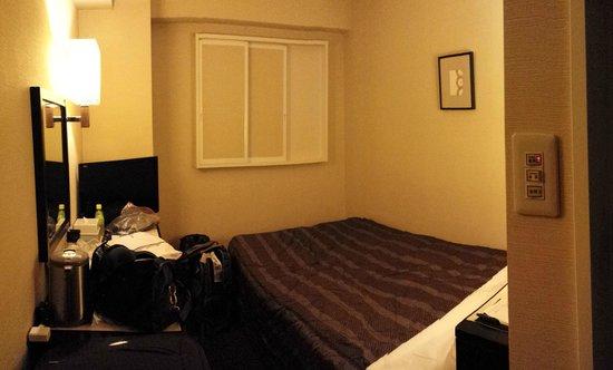 Meitetsu Inn Nagoya Nishiki : Clean but tiny room