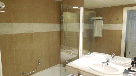 Melia Marbella Banus: Bathroom view 1