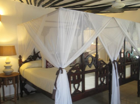 Ras Nungwi Beach Hotel: Bed in the Bungalow