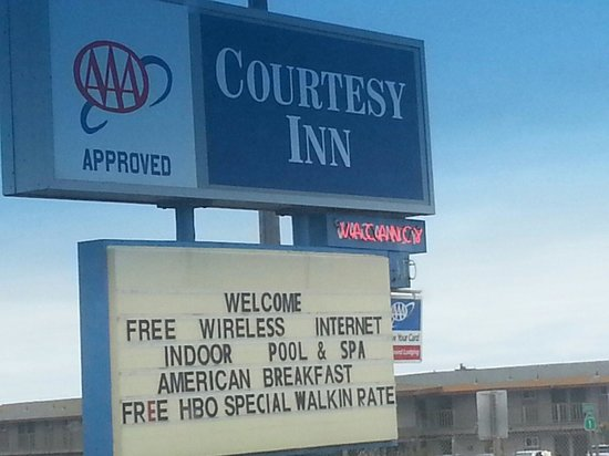 Courtesy Inn San Simeon: The sign implies American Breakfast included. IT ISN'T.
