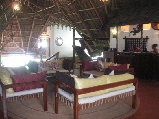 Ras Nungwi Beach Hotel: Lounge area