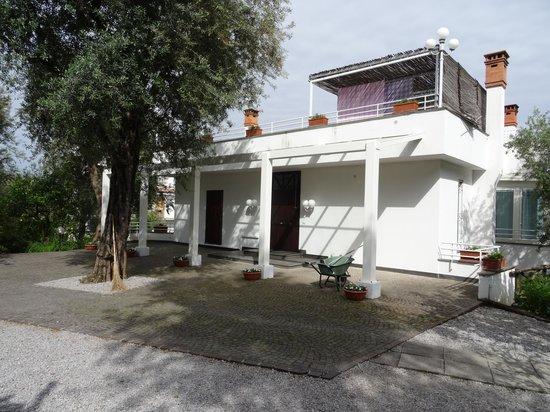 Villa Oriana Relais: villa entrance