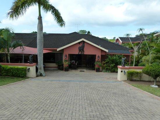 Elephant Coast Guest House: vooraanzicht, entree