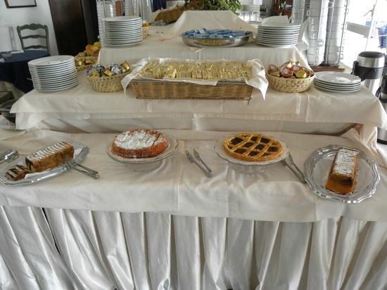 Hotel Chiaia Di Luna : la colazione a buffet