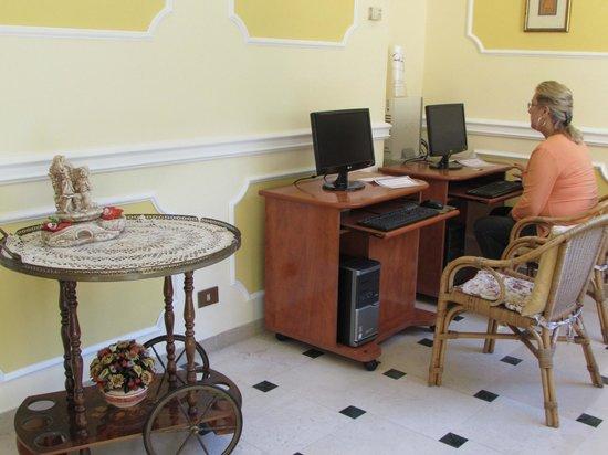 Il Nido Hotel Sorrento: Computer area