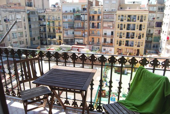 Barcelona Rooms : вид с балкона