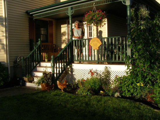 Best Kept Secret B & B: Beautiful porch