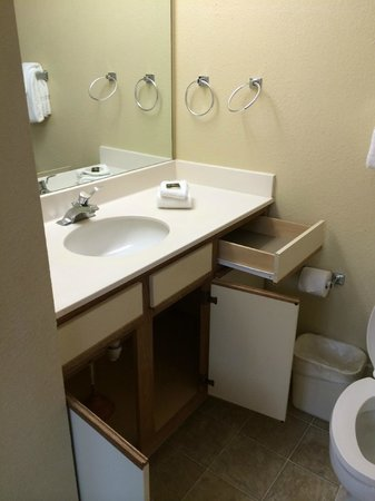 Extended Stay America - Providence - Airport : bathroom