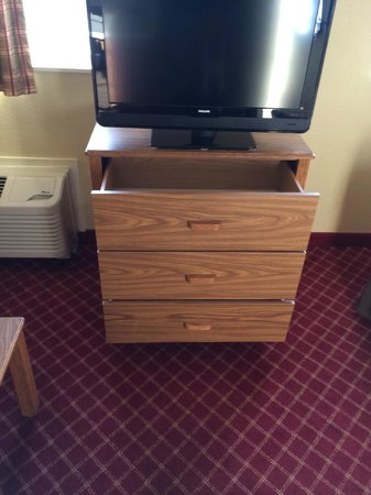 Extended Stay America - Providence - Airport: tv and main room