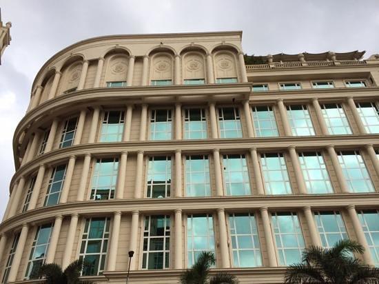 Meluha The Fern - An Ecotel Hotel, Mumbai: la facciata dell'hotel