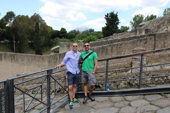Tours Pompei: at the entrance to Pompeii