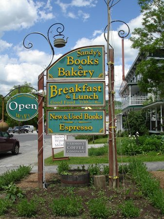 Sandy's Books & Bakery: Funky bookstore sign