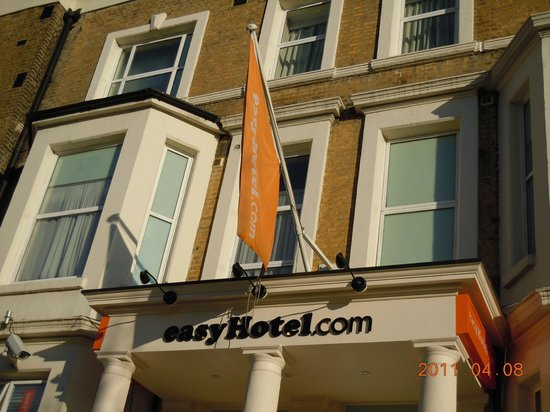 easyHotel London Earls Court : the hotel view