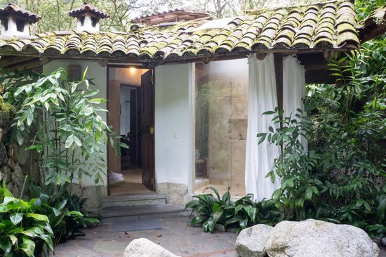 Inkaterra Machu Picchu Pueblo Hotel: the shower from the outside