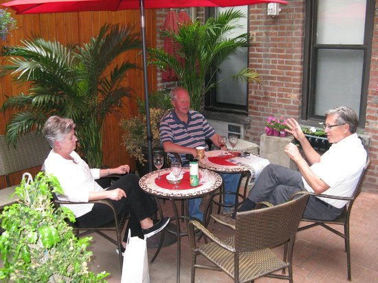 414 Hotel: courtyard
