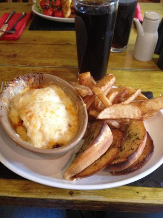 The Bowling Green Inn: Lasagne, home made chips and garlic bread