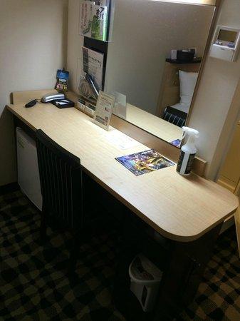 APA Hotel Ikebukuro Eki Kitaguchi : desk