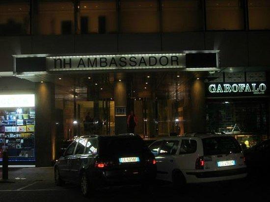 NH Napoli Ambassador: entrée hotel