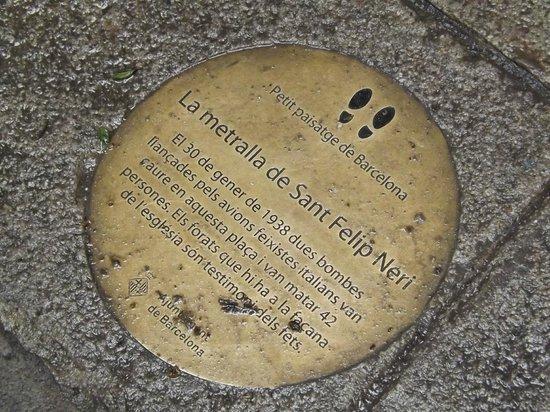 Spanish Civil War Tour: Memorial plaque in Placa Felip Neri