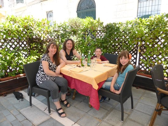 Hotel La Pergola Restaurant: the family before the meal