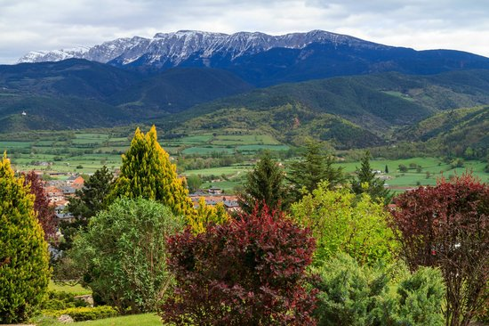 El Castell de Ciutat : pyrenees view from room