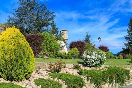 El Castell de Ciutat - Relais & Châteaux : castle and grounds