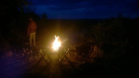 Serengeti Pioneer Camp: fogueira