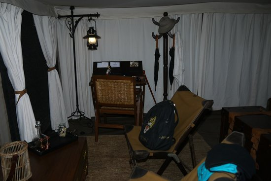 Serengeti Pioneer Camp: mesa na tenda