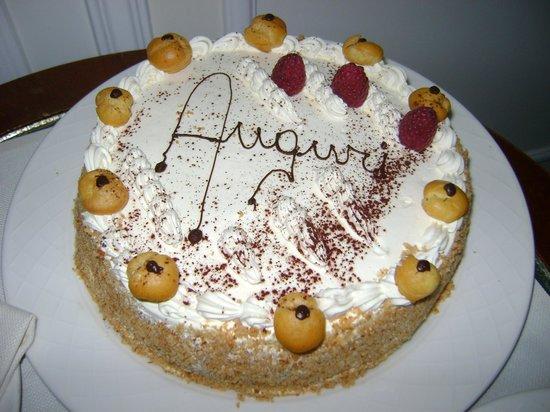 Grand Hotel Parker's : Birthday cake