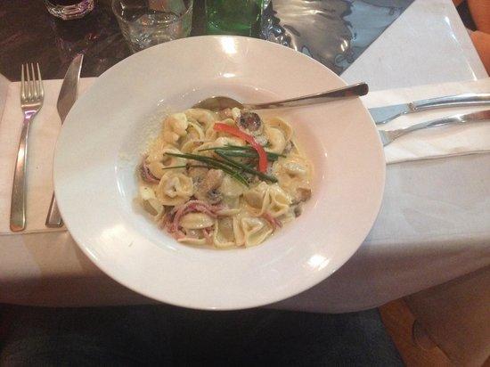 Bella Tiarnie Italian Restaurant & Gourmet Pizzas: Tortellini with chicken
