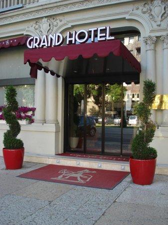 Grand Hotel Des Arts: Front Entrance